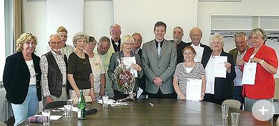 Hamburger Nachweis über bürgerschaftliches Engagement an engagierte Senioren vergeben